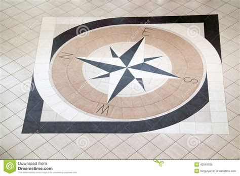 fliese kompass stor kompass p 229 golv arkivfoto bild 42649500