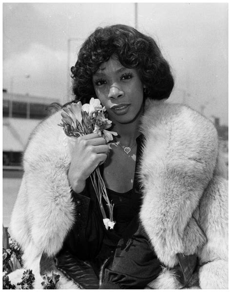 Donna Summer arrives at Heathrow Airport 1976 | © Jazzinphoto