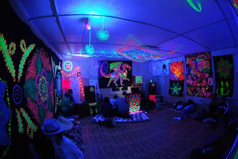 Black Light For Bedroom Stoner Bedroom Blacklight Www Pixshark Images Galleries With A Bite
