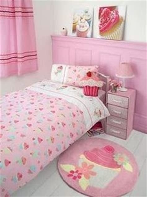 cupcake bedroom 1000 images about torynne s candy coated bedroom on