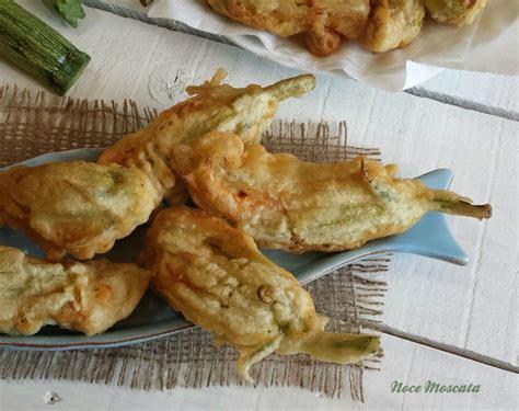 fiori di zucchine fritti in pastella fiori di zucca fritti in pastella noce moscata food