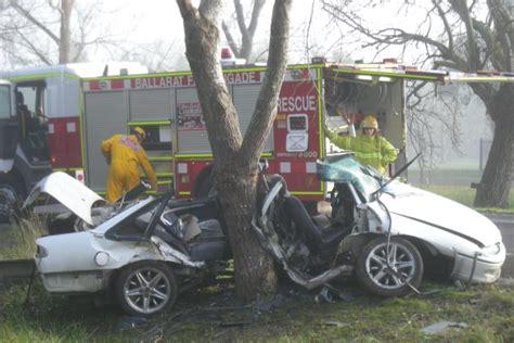 ballarat car crash weatherboard dies in car crash at cardigan the courier