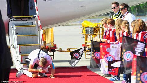 bastian schweinsteiger haus germany s bayern munich world cup winners land in munich