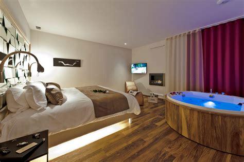 chambre avec balneo privatif suite sensuelle suites de la tour