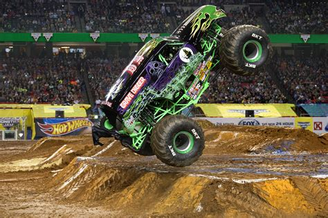 monster jam grave digger truck monster jam triple threat series presented by amsoil