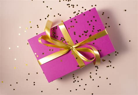 gift pictures hd   images  unsplash