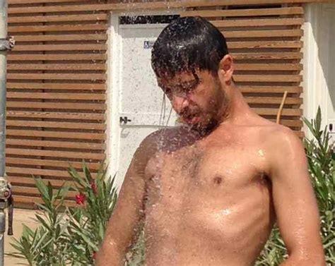 uomini nudi sotto la doccia osvaldo supino quot sono single quot eccolo sotto la doccia