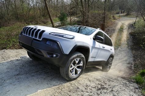 green jeep cherokee 2015 2015 jeep cherokee trailhawk introduced in the united