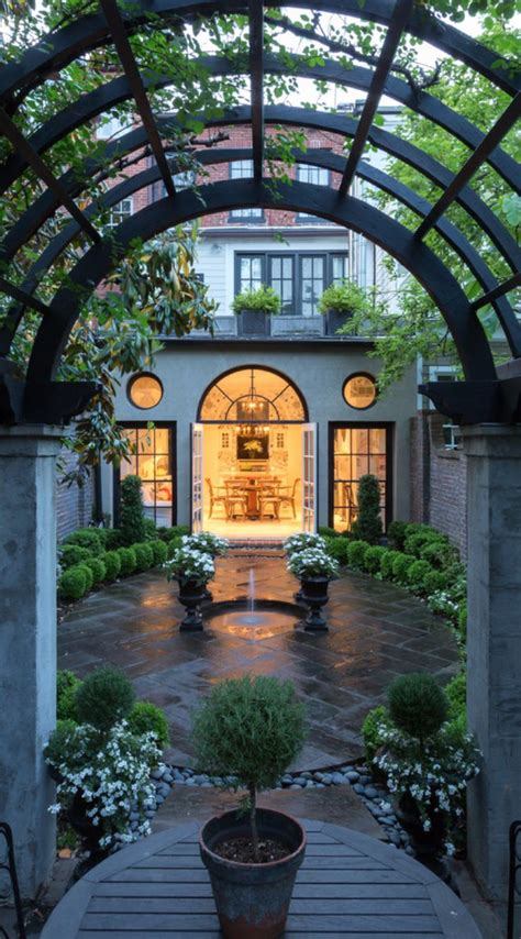 court yards 25 best ideas about courtyards on pinterest courtyard