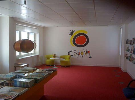 oficina turismo londres en madrid pol 233 mica en las oficinas espa 241 olas de turismo soyrural es