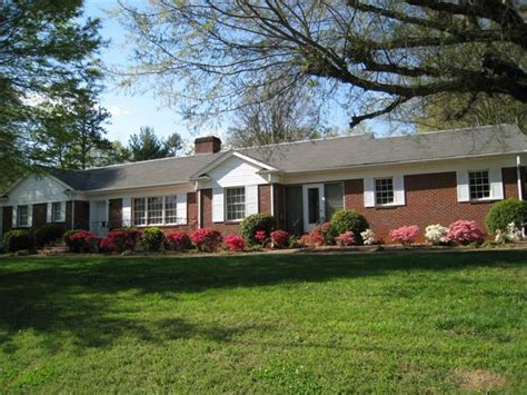 hickory nc brick ranch with basement for sale