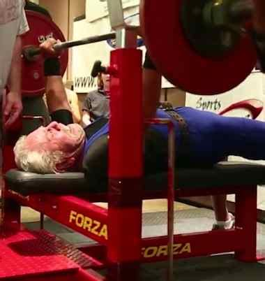 world record bench press by age 91 year old sy perlis breaks world senior weightlifting