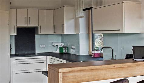 farbe für küchenrückwand tv wand stein