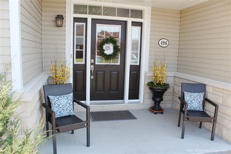 tips  enhance  front entry outdoor seating