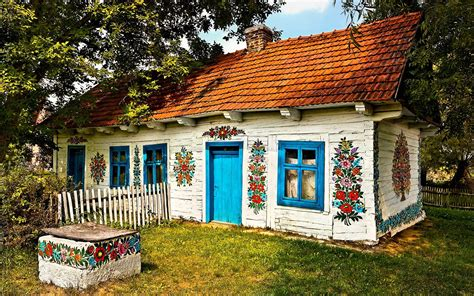 house of polish this polish village has been covered in flower paintings since the 19th century and the result