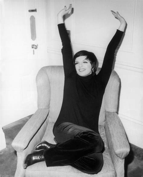 Liza Minelli Needs A New Stylist by A Look Back At Liza Minnelli S Most Fabulous Style Moments