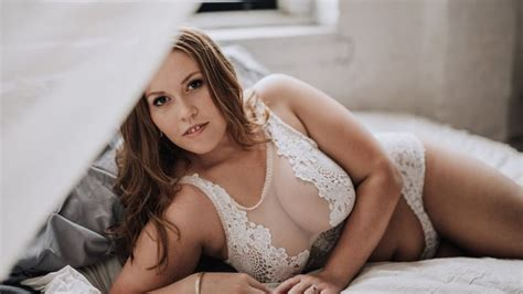 Watch This Boudoir Photographer Is Spreading Body Positivity   Brides Video   CNE