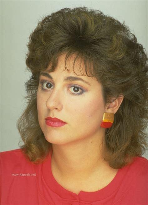 1970s hair shoulder length halflange gelaagde permanent met kortere zones in de kruin