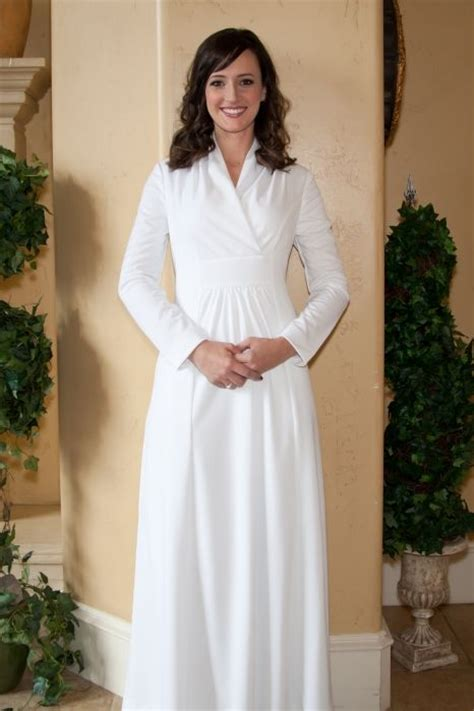 Maxi Remple temple dresses style shoes clothes