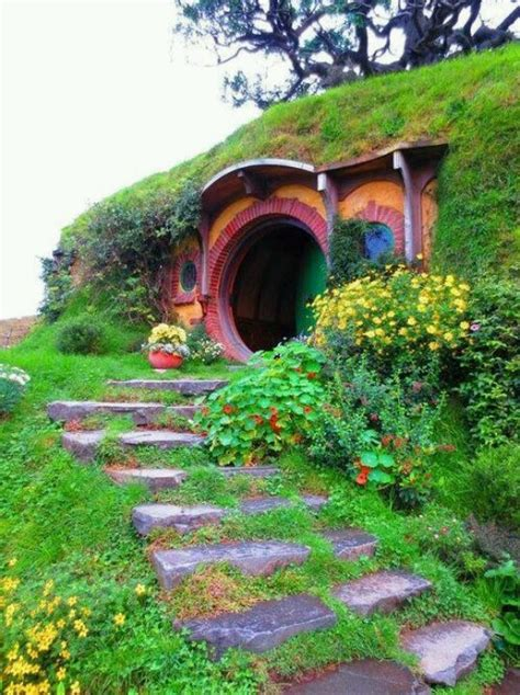 hobbits home hippie house alternative homes pinterest style
