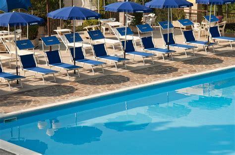 il gabbiano piscina villaggio hotel al lago trasimeno piscina trasimeno in
