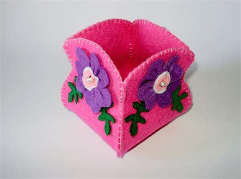 fiore in pannolenci contenitore multiuso in feltro fucsia con fiori in