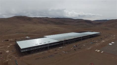 tesla gigafactory gets drone flyby treatment update autoblog