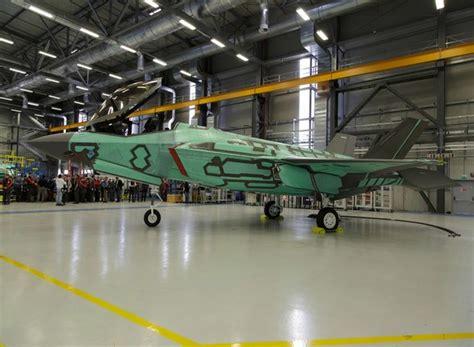 cameri alenia mostrato a cameri il primo velivolo f 35 assemblato