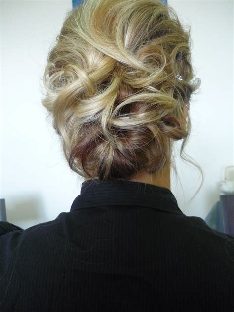 hairstyles messy buns pictures bun thehappydivameshow