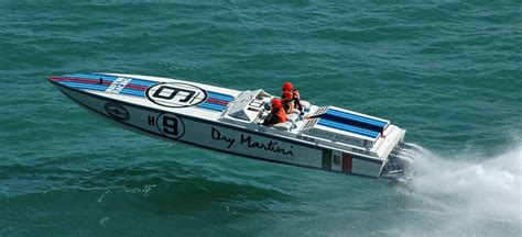 offshore power boats racing powers returning to cowes torquay cowes offshore endurance