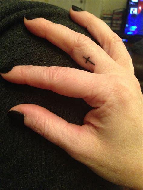 cross tattoos on fingers best 25 cross finger tattoos ideas on henna