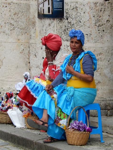 havana iu mp3 download dames in kleurrijke kleding havana cuba redactionele