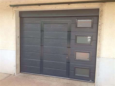 porte de garage sectionnelle grise r 233 alisation de la menuiserie solabaie craon