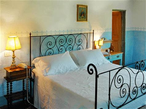 tuscan bedroom decor blue and green colors