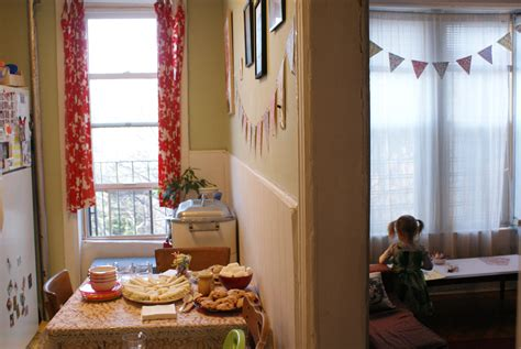 holiday decorating ideas for a little apartment how to host a great kids party in a small apartment