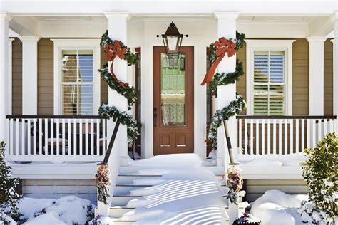 hang  evergreen garland   door