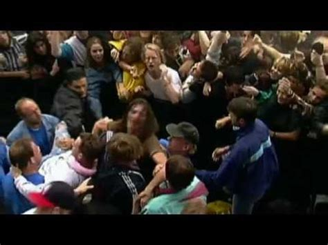 eddie vedder stage dive ed vedder s epic stage dives