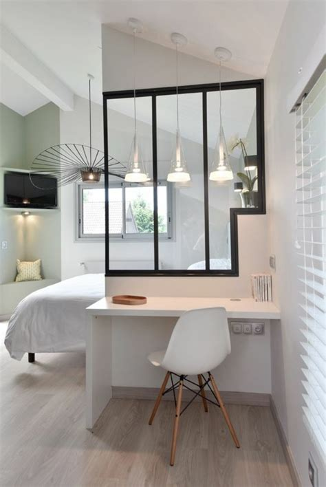 Chaise Bois Blanche #4: Id%C3%A9e-d%C3%A9co-pas-cher-comment-amenager-un-appartement-sol-en-parquet-chaise-plastique-blanche.jpg