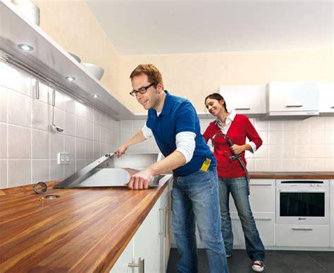Anleitung für Heimwerker: Arbeitsplatte einbauen   bauen.de