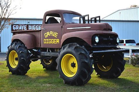 the first grave digger monster truck monster truck grave digger grave digger pinterest