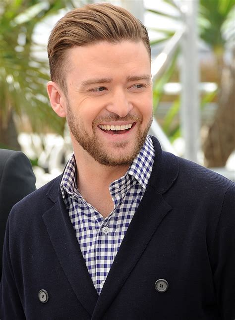 justin timberlake cries on stage after receiving fan gift