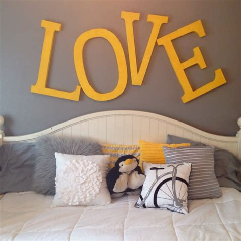yellow room best 10 gray yellow bedrooms ideas on yellow