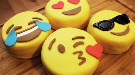 kuchen smiley wie macht emoji mini kuchen