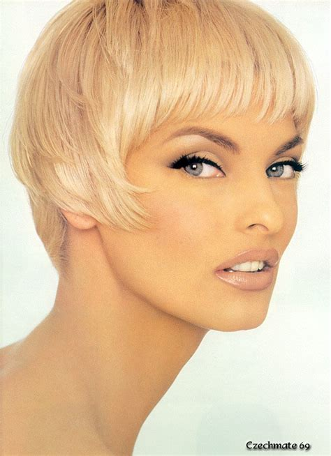 90s supermodels with short hair linda evangelista e outras anos 90 on pinterest claudia