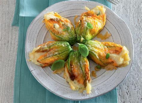 ricette di fiori di zucca ricetta fiori di zucca ripieni di patate cucchiaio d argento