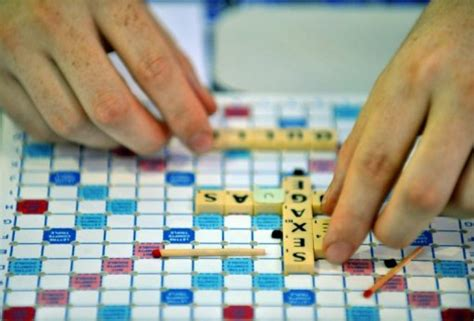 electronic arts scrabble ea scrabble lets iphone play with android