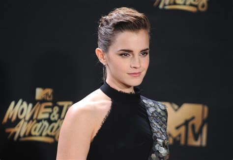emma watson doppelganger buzzfeed this woman is emma watson s doppelg 228 nger and she dresses