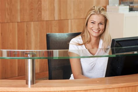 At The Front Desk by 8 Tips For Great Front Desk Rapport Building