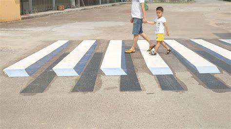 cri ai piedi a letto india strisce pedonali in 3d come dissuasori per l alta