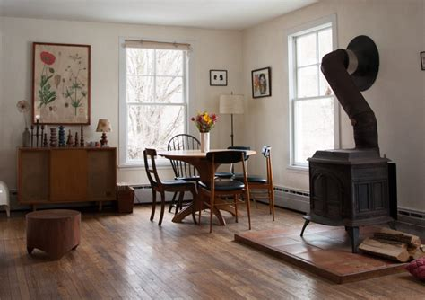 artists find home   charm filled  farmhouse